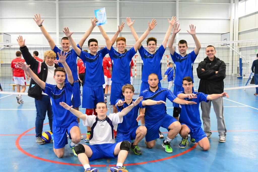 Достойно представяне на училищния отбор по волейбол